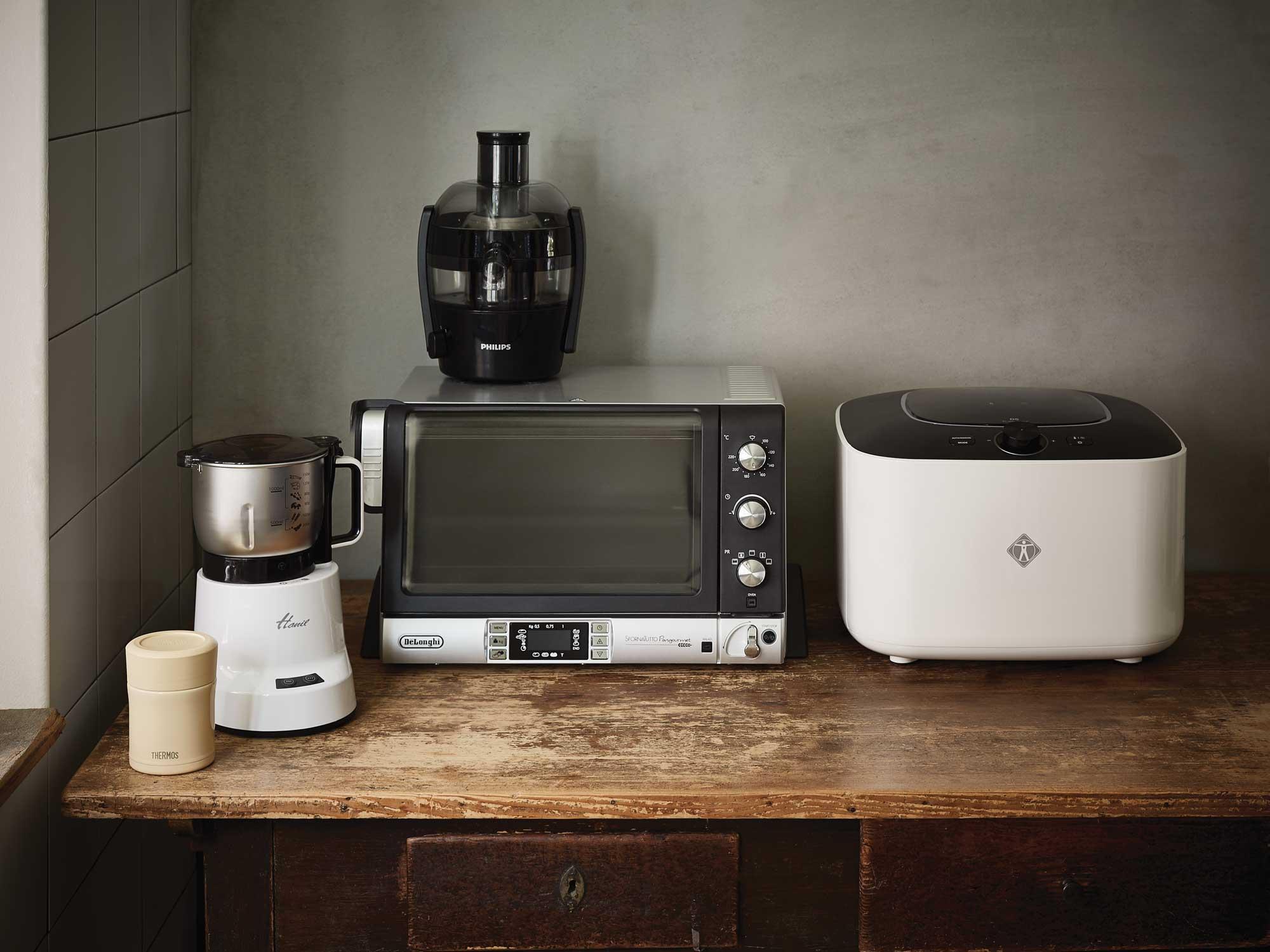 왼쪽부터 죽 메이커, 조미료 분쇄기, 착즙기, 빵고메 오븐, 식품 건조기