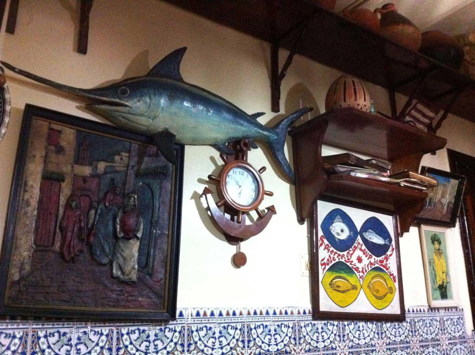 탕헤르 해산물 전문 단품 요릿집 Populaire Saveur De Poisson의 벽장식