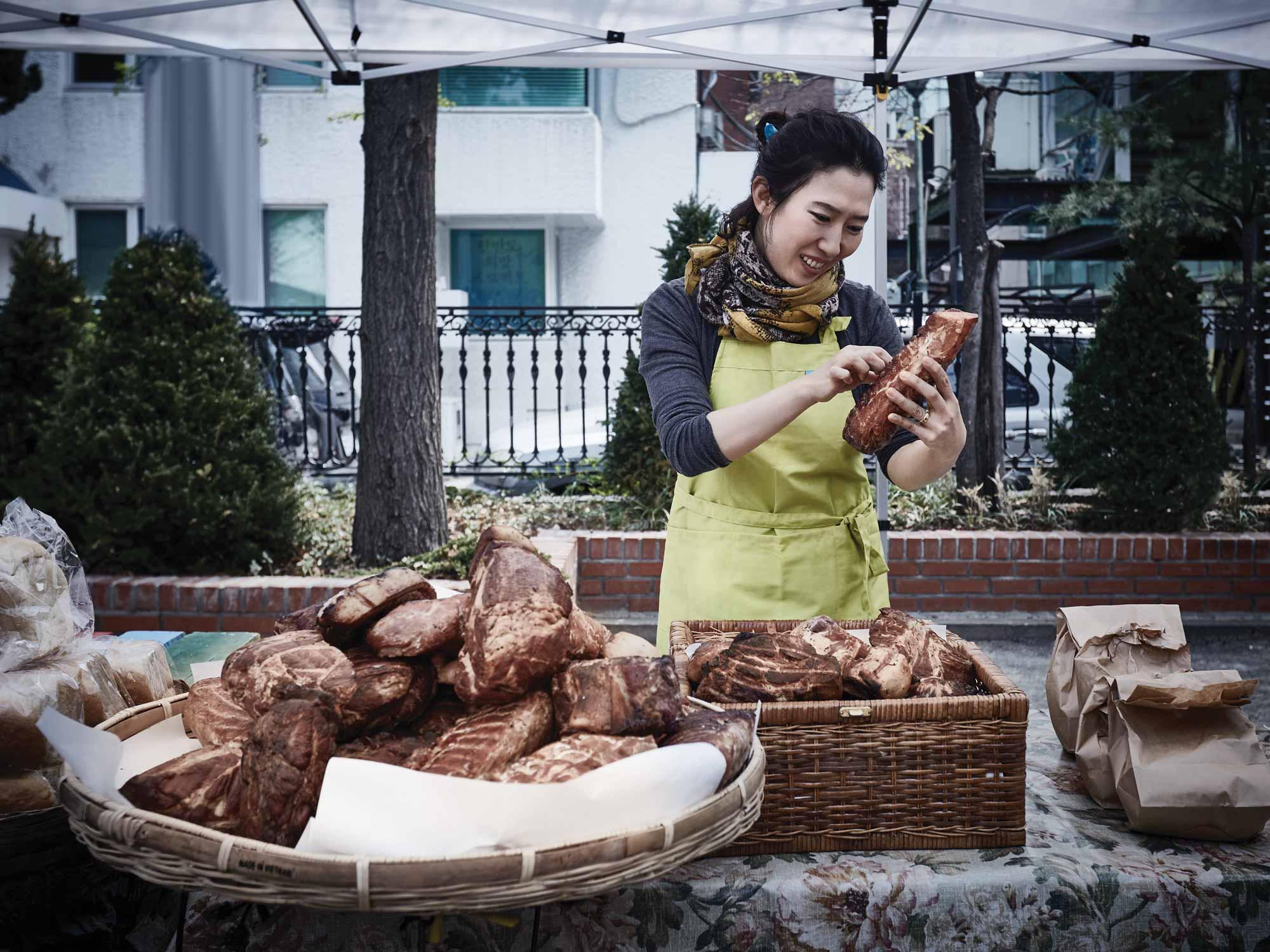 수제 햄 만들기는 박말이 씨의 힐링 타임이다.