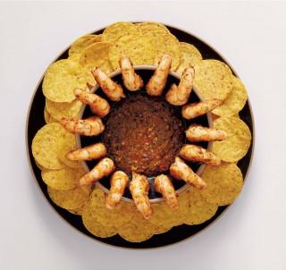 아르헨티나의 치미추리소스를 개발해서 만든 치미추리슈림프볼케이노. 살짝 매콤한 편이며 나초칩과 함께 먹으면 더욱 맛있다.