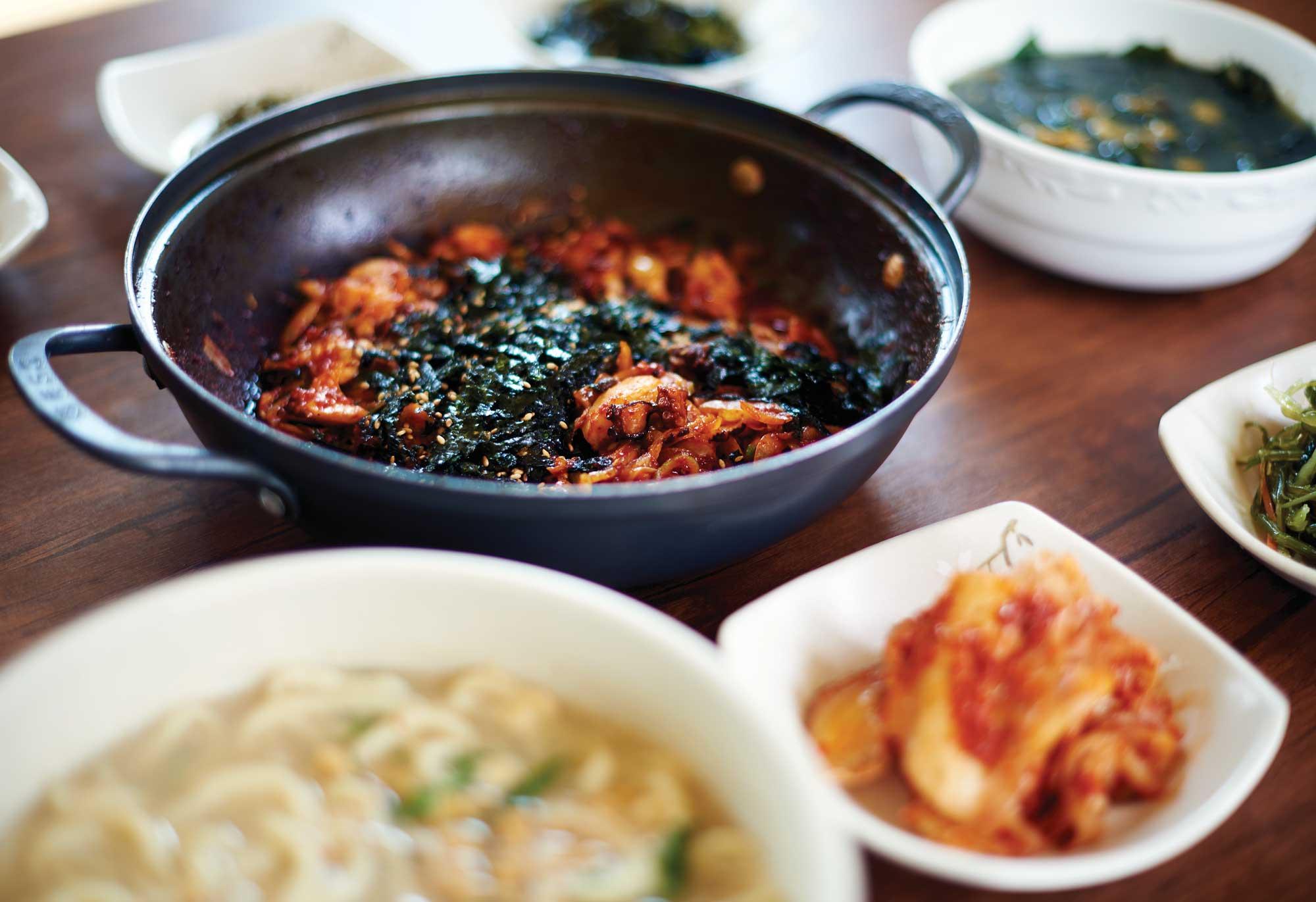 씹는 맛이 좋은 은미네 식당 돌문어볶음.