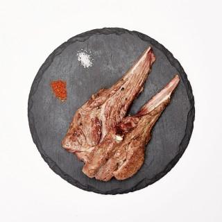 생양갈비와 3가지 소스를 곁들여 토르티야와 함께 먹어보자. 반찬으로 제공하는 명이나물과도 잘 어울린다. ©김용훈