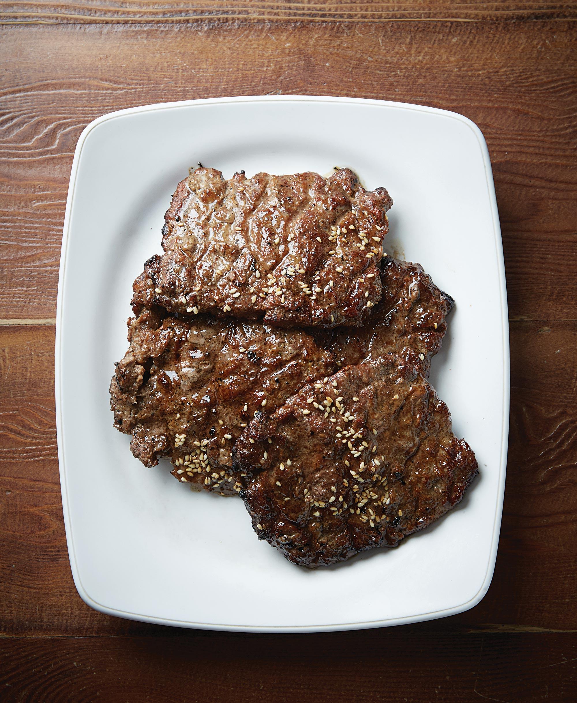 소고기와 돼지고기를 7:3비율로 섞어 만든 화정떡갈비의 떡갈비 ©김재욱