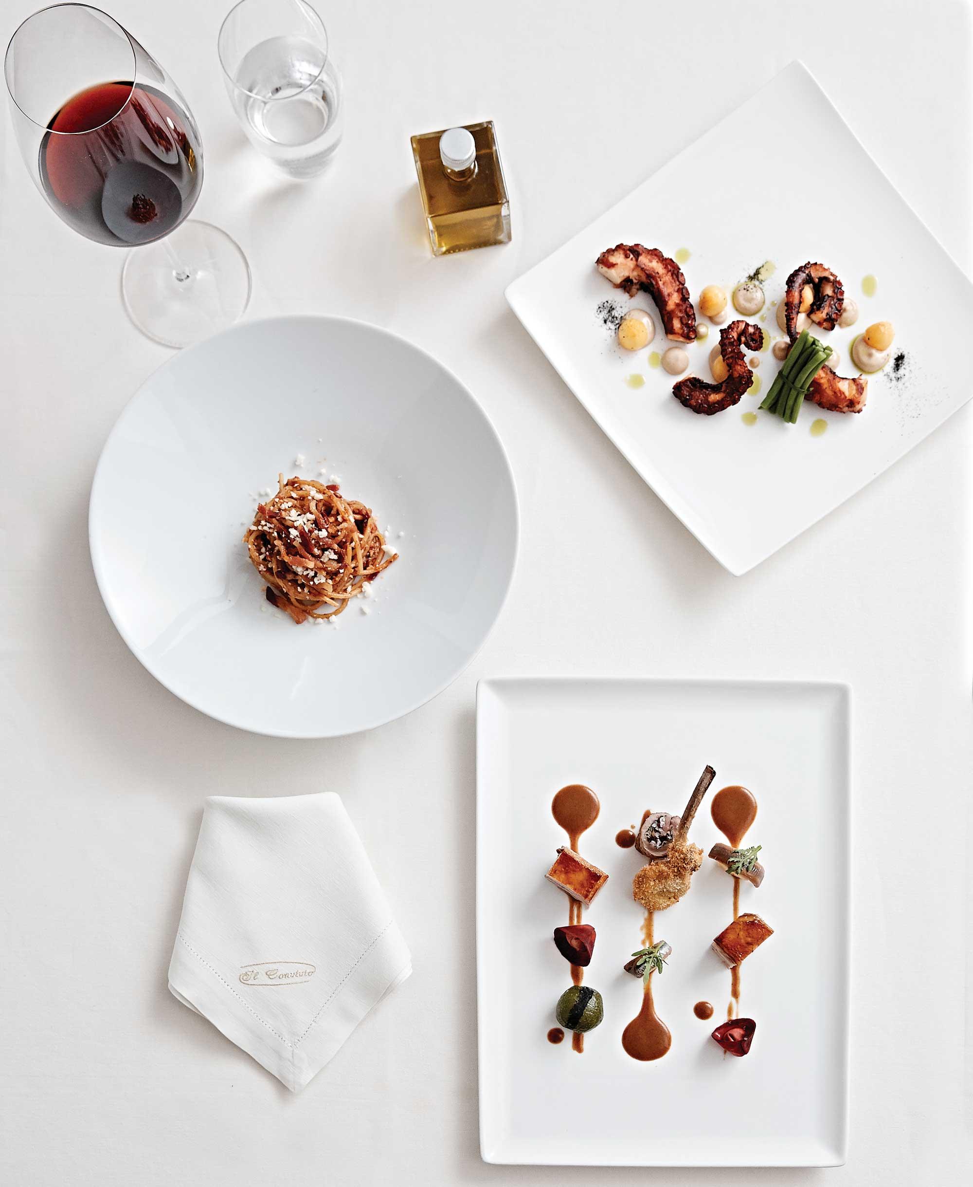 일 콘비비오 트로이아니의 메뉴. (좌측 상단부터) 아마트리치아나, 잊어버린 문어와 실수한 마요네즈, 양고기 요리. ©김재욱