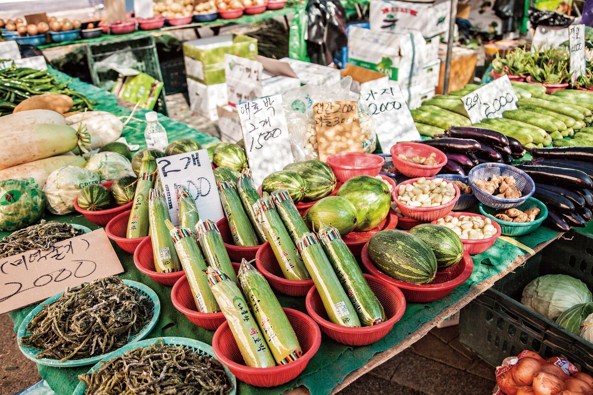 양평 재래시장의 푸드 마일리지 제로Zero 친환경 농산물들. ©현관욱