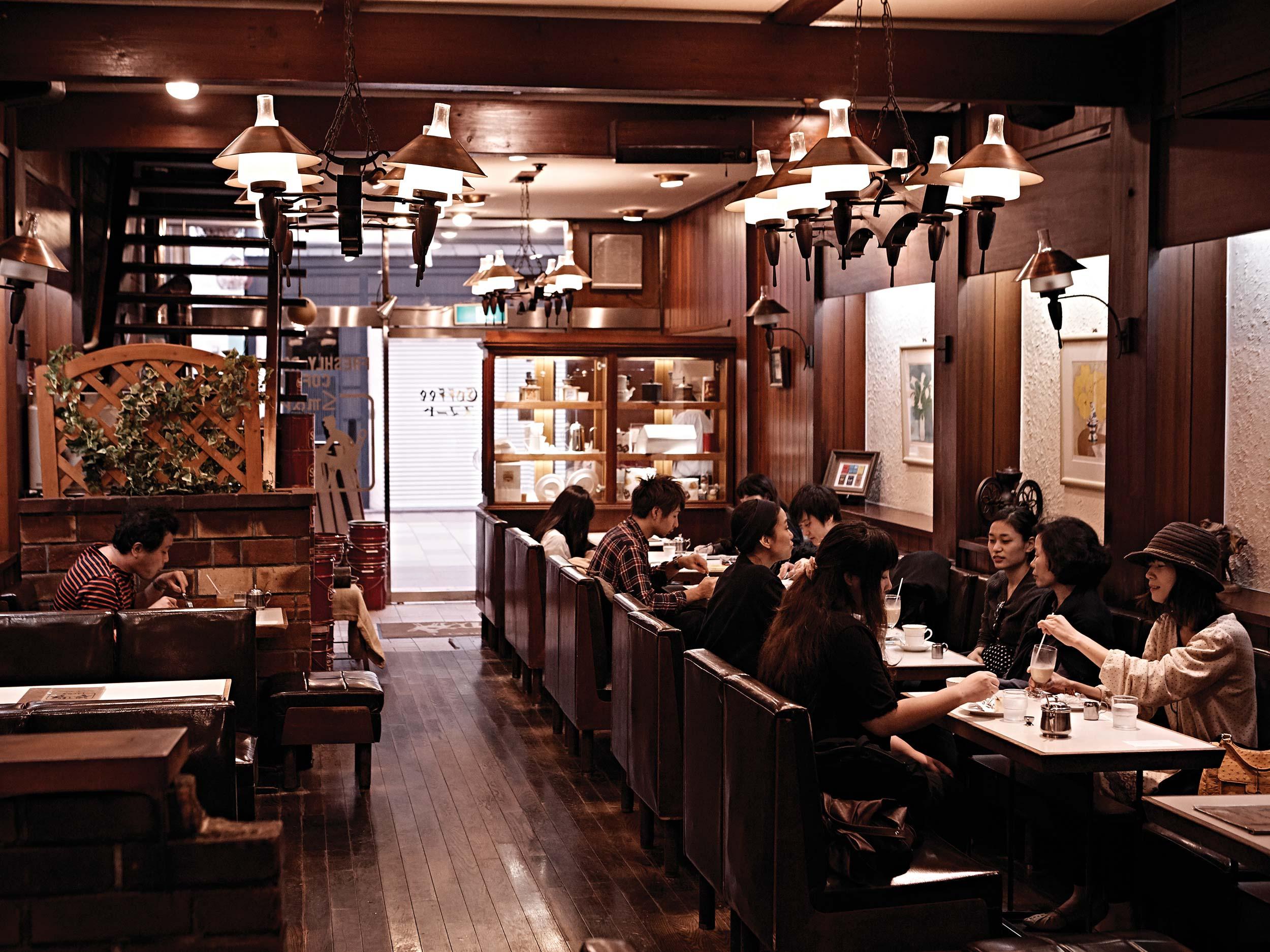 오전 8시의 스마트 커피. 교토 사람들은 아침의 여유를 즐긴다. © 김재욱