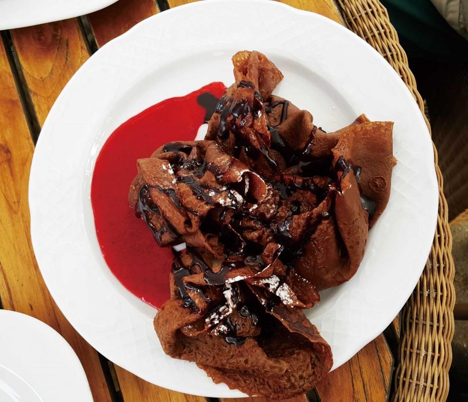 세클리시아 레스토랑의 아이스크림초콜릿크레페. © 한상호