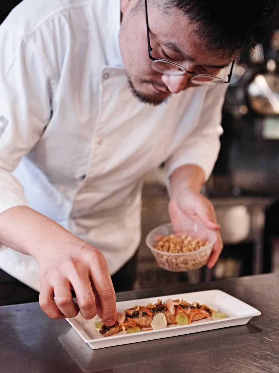 1체스터필드웨이의 김정환 셰프. 장난기 넘치는 성격이지만, 음식 앞에서는 언제나 진지한 모습을 보인다. © 김재욱