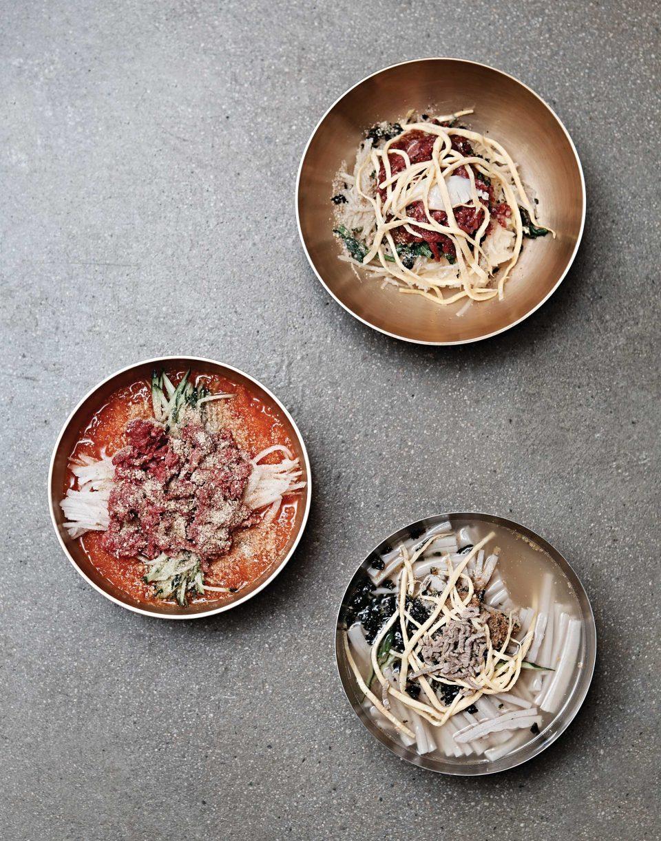 함양집의 비빔밥과 한우물회, 묵채. 90여년의 역사를 지닌 곳이다. © 김재욱