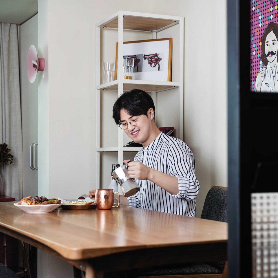 바쁠 때는 커피 머신을 사용하지만 느긋한 브런치를 즐길 때에는 모카포트로 커피를 만든다. © 김동오