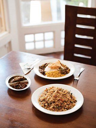 더 파고다 티룸스에서는 정통 라이스앤카레를 맛볼 수 있다. 밥에 다양한 사이드 메뉴가 곁들여져 있어 풍성하게 맛볼 수 있다. © 김재욱