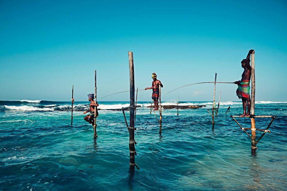 갈레에 도착하기 전 들른 탕갈레 해변에서는 전통 방식 그대로 낚시를 하는 어부들을 만날 수 있다.그들은 바다와 한 몸인 듯 여유로워 보인다. © 김재욱