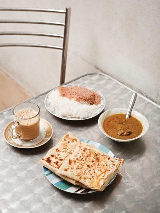 뉴팜리프호텔은 현지인들로만 가득찬 진짜 로컬 식당이다. 소박하고 담백한 아침을 즐기고 싶다면 이곳이 제격이다. © 김재욱