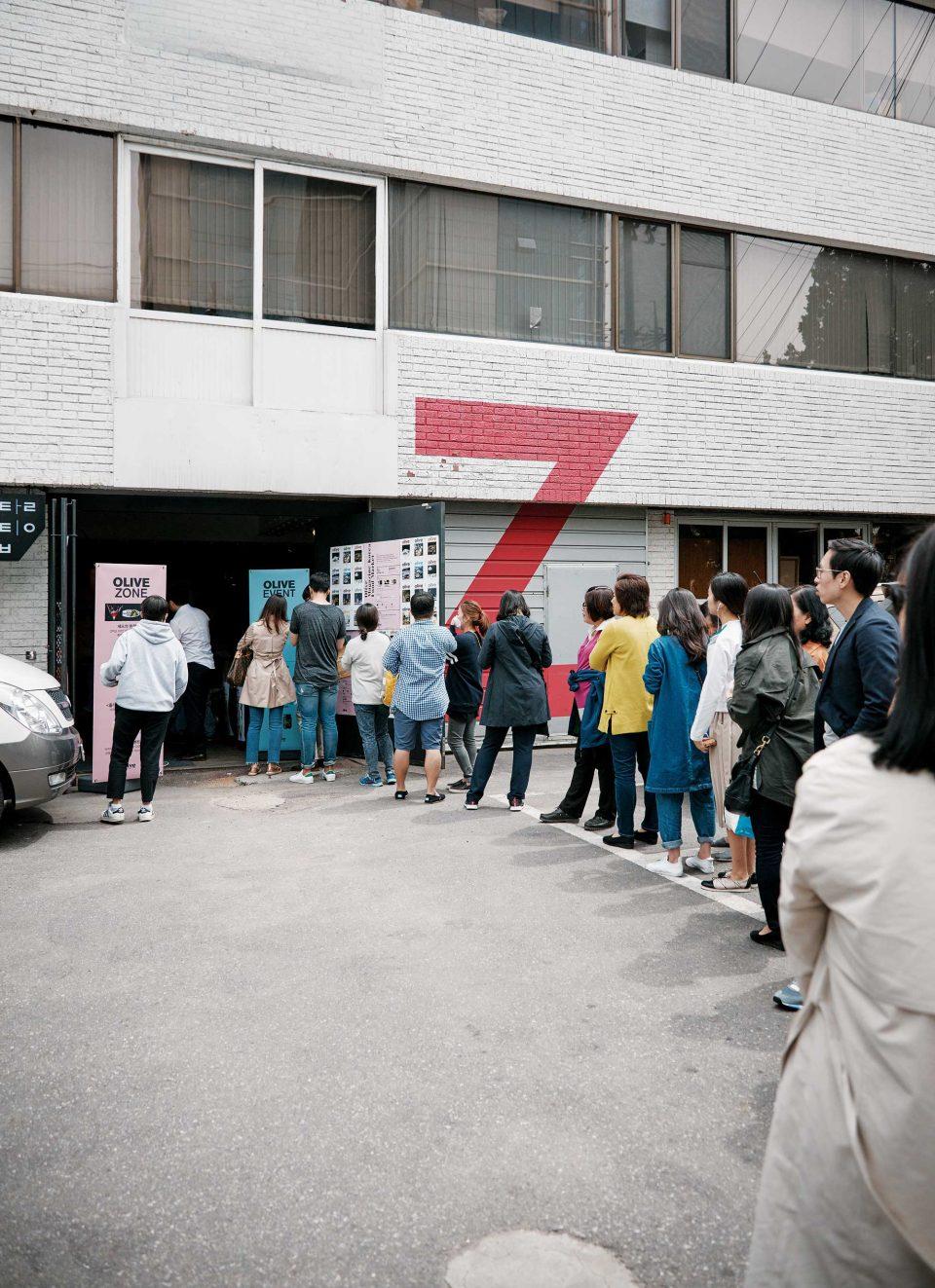 오전 12시 푸드 마켓이 열리는 자그마치 앞에는 입장 시작 한 시간 전부터 기다리는 사람들로 붐볐다. © 양성모