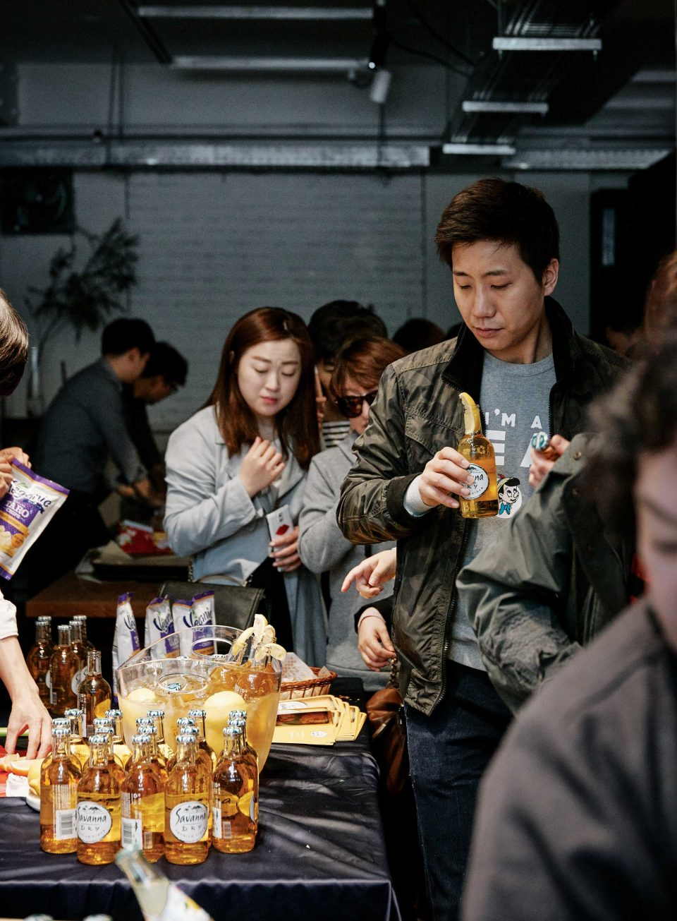 차갑게 칠링한 병에 레몬 한 조각을 꽂아 신선한 사과 향과 시트러스 향이 감도는 애플사이더 드라이사바나도 즐길 수 있었다. © 양성모