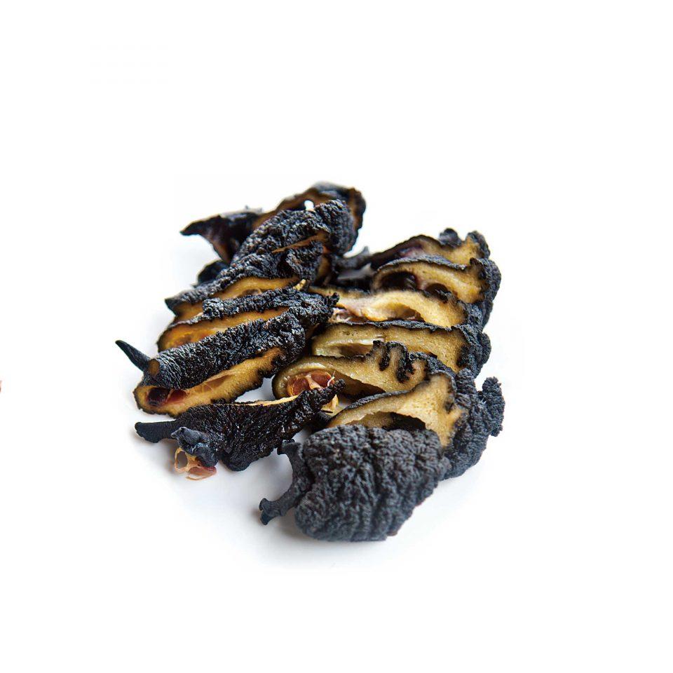 미역, 다시마 등 해조류를 주식으로 삼는 군소는 내장을 빼내 삶아 초장에 찍어 먹거나 무쳐 먹는다.