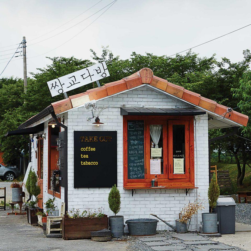 인스타그램에서 담양 카페를 검색하면 쌍교다방의 사진이 가장 눈에 띈다. 계절마다 바뀌는 과일 음료는 항상 인기다.