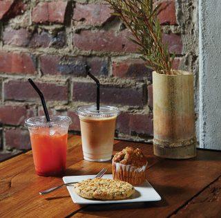 담빛예술창고에서 음료와 함께 쿠키 또는 머핀을 먹으며 늦은 오후의 허기를 달랬다. © 양우성