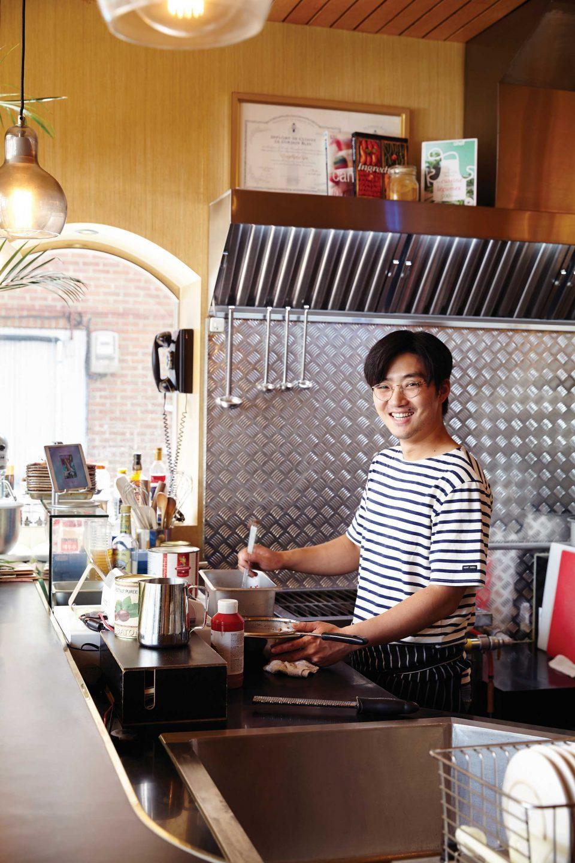 오픈 키친으로 되어 있어 김동근 셰프가 요리하는 모습을 직접 볼 수 있다.