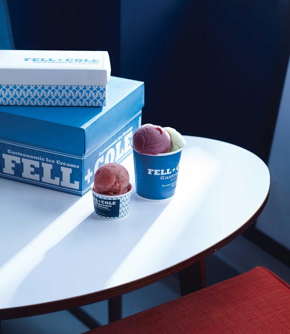 와 함께 만든 수박화요소르베와 펠앤콜의 인기 메뉴 깻잎과 딸기 레드와인아이스크림. 포장을 원하면 파란색의 예쁜 상자에 담아준다.