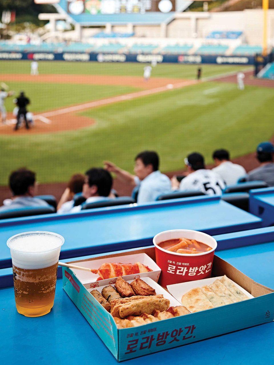 로라방앗간의 만루홈런세트와 시원한 맥주면 경기가 끝날 때까지 든든하다.
