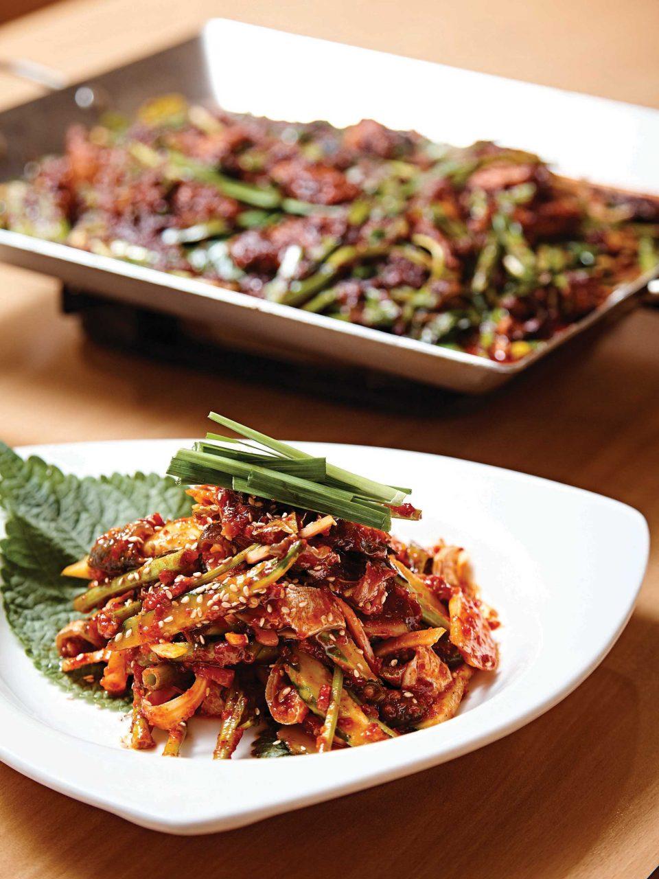 미성복어불고기집의 복껍질무침과 복어불고기는 여름철 보양식으로 좋다.