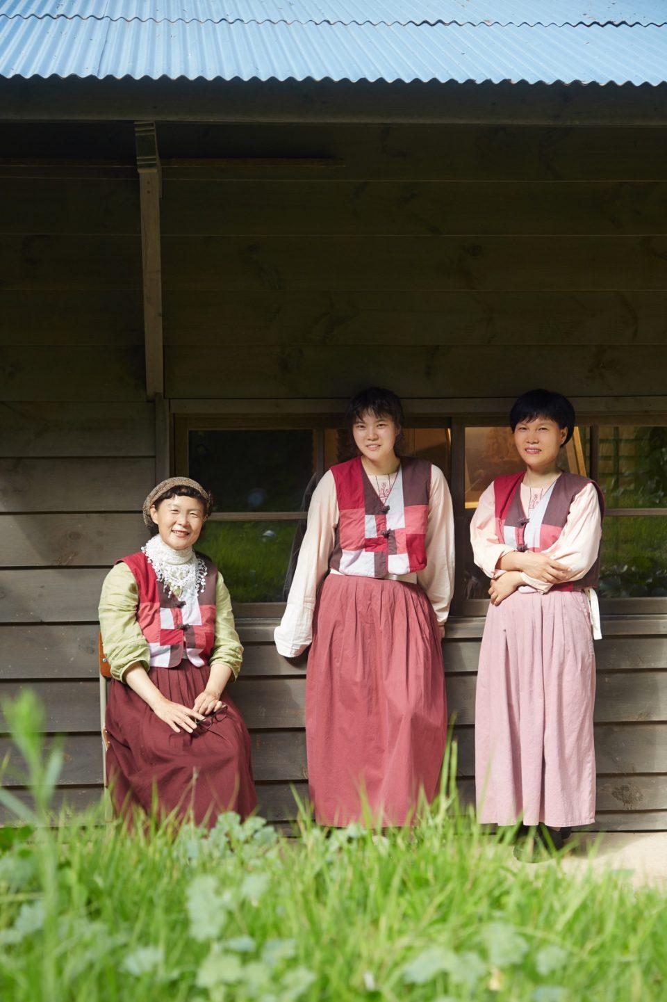 울릉역사문화센터를 지키는 세 명의 매니저는 지역 주민에게 악기를 가르쳐준다.
