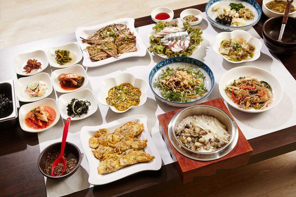 전국에서 가장 싱싱한 굴을 맛볼 수 있는 통영에서는 다양한 굴 요리가 가득하다.