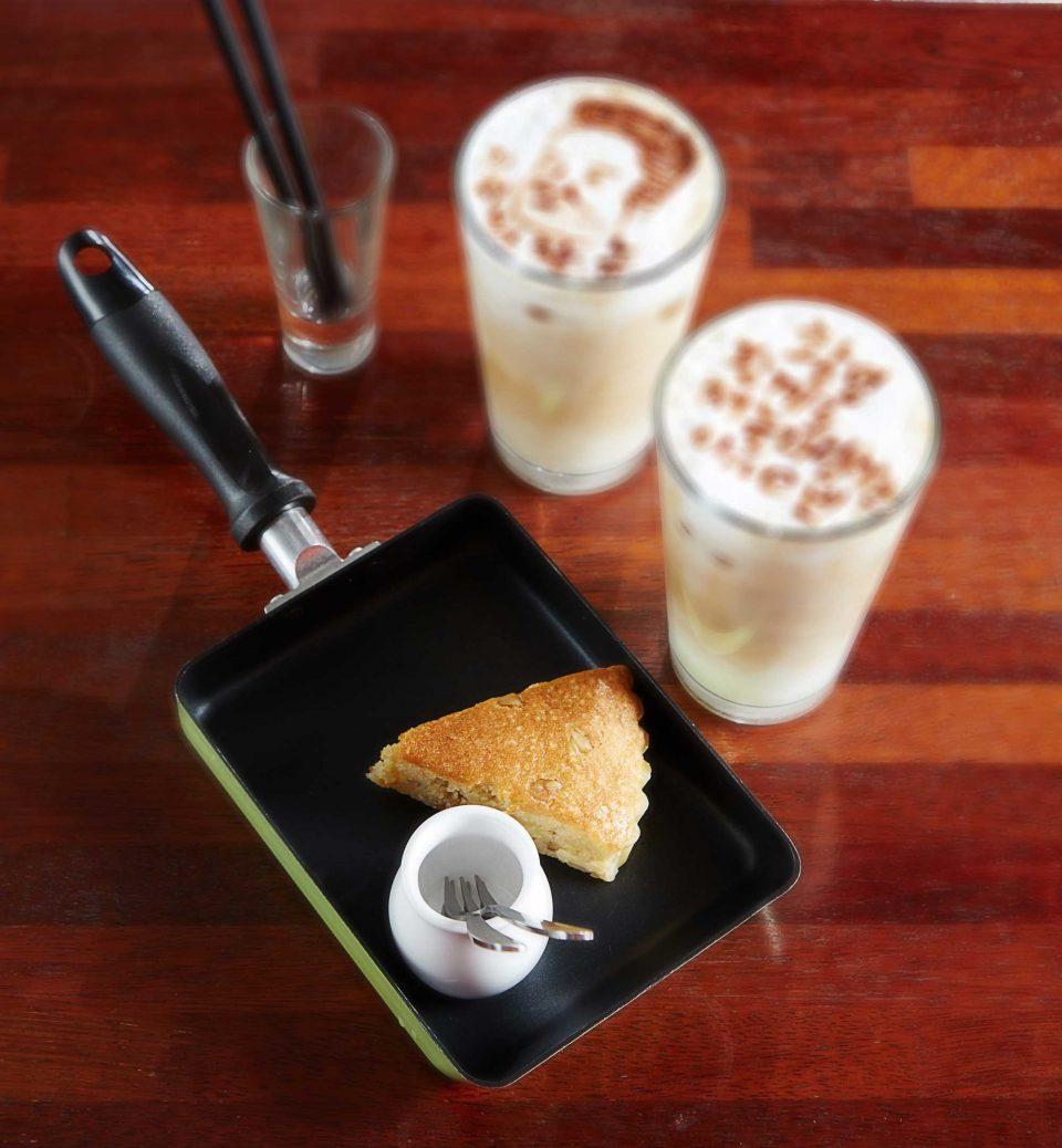 카페 울라봉의 쌍욕라테는 손님들에게 재미있는 추억을 선물한다.