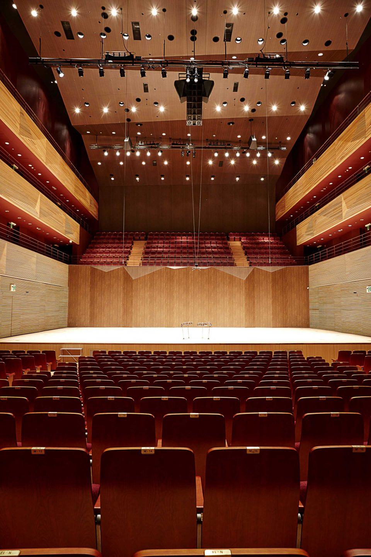 통영국제음악당의 콘서트홀. 1300석의 대규모 클래식 공연이 열린다.
