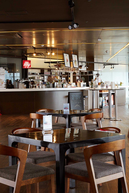 통영국제음악당에 있는 레스토랑, 뜨라토리아 델 아르테. 화덕에 구워낸 쫄깃한 피자가 일품이다.