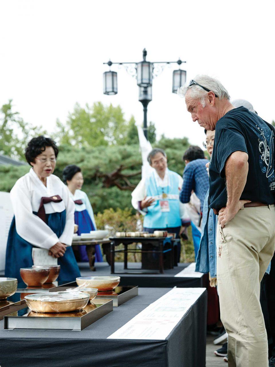 친구, 가족 단위의 관람객은 물론 외국인까지 함께 우리 문화를 즐겼다.