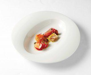 비트에 절인 광어와 아구테린 훈제연어 리코타치즈를 감싼 토마토.