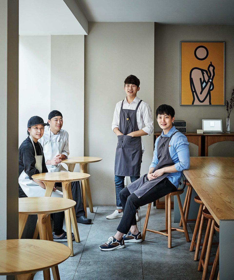 (왼쪽부터) 이지영 베이커, 전상훈 베이커, 오태권 바리스타, 황동준 과장.