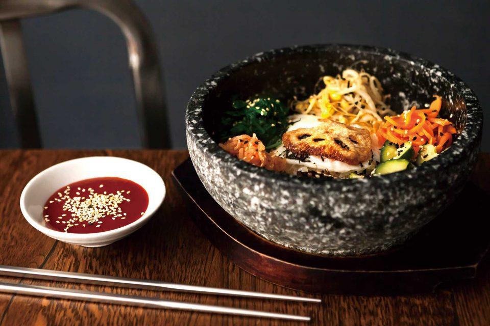 치킨과 함께 가장 인기가 많은 메뉴인 비빔밥.