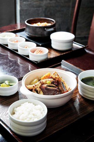 인터컨티넨탈 호텔 내에 위치한 플레이버스 레스토랑에서는 겨울 특선으로 출시한 한식 메뉴를 맛볼 수 있다.