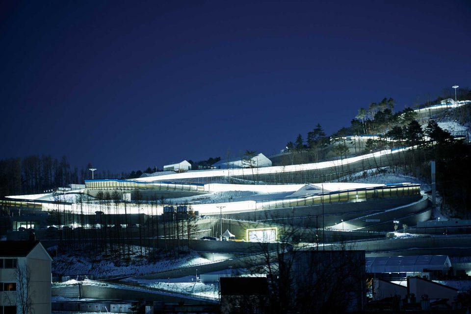 평창 알펜시아 리조트에서 바라본 슬라이딩 센터. 루지, 봅슬레이 등의 경기가 열릴 예정이다.