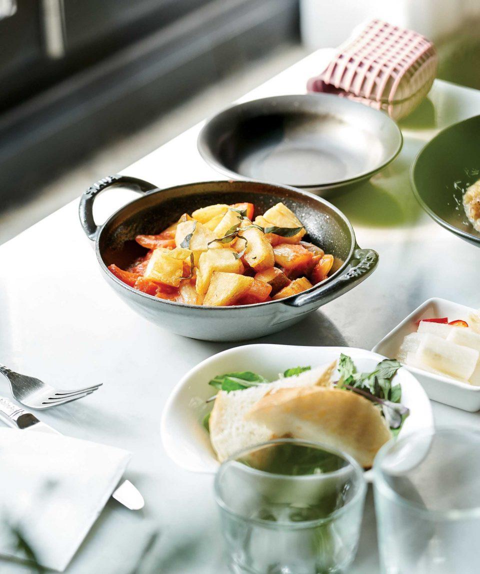 주키니, 가지, 당근을 큼지막하게 썰어 토마토와 함께 조린 프랑스식 스튜 라따뚜이는  배우 김호영이 가장 즐겨 먹는 메뉴.