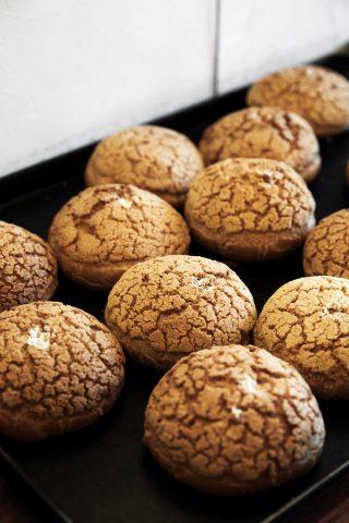 기분 좋은 단맛과 크림의 고소함이 절묘한 조화를 이루는 모리씨 빵가게의 아몬드크림빵.
