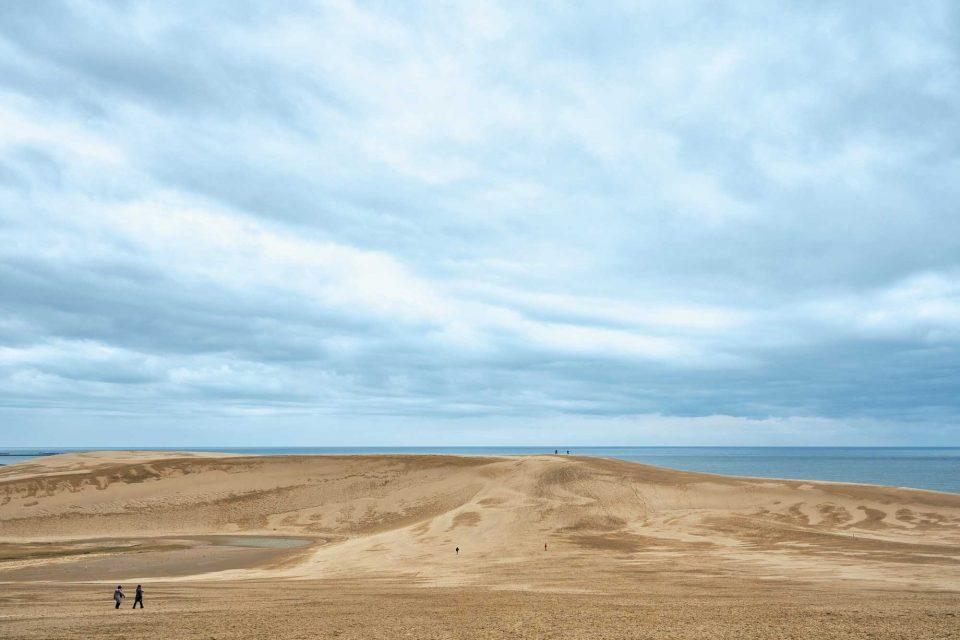 돗토리 사구는 해안을 따라 16km 길이로 펼쳐진 일본 최대 규모의 사구다.