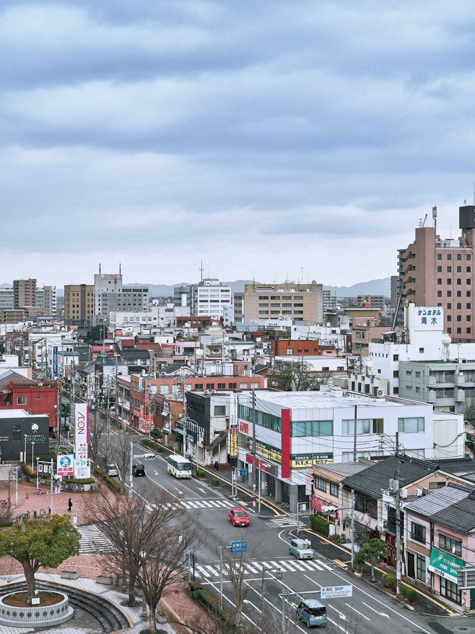 요나고 역 바로 앞에 위치한 숙소에서 내려다본 요나고 시내 전경.