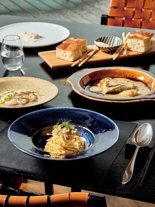 알 마레에서는 돗토리현에서 잡은 해산물과 레스토랑 텃밭에서 기른 채소를 사용한다.