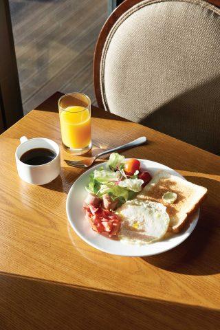 호텔 에버리치의 레스토랑 원플레이트에서 맛본 조식.