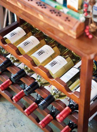 베제투스는 다양한 와인을 보유하고 있다. 겨울에는 직접 만든 뱅쇼도 판매한다.