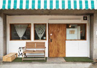 초등학교 건너편에 위치한 어라운드 그린은 조용하게 식사를 즐기기 좋은 곳이다.