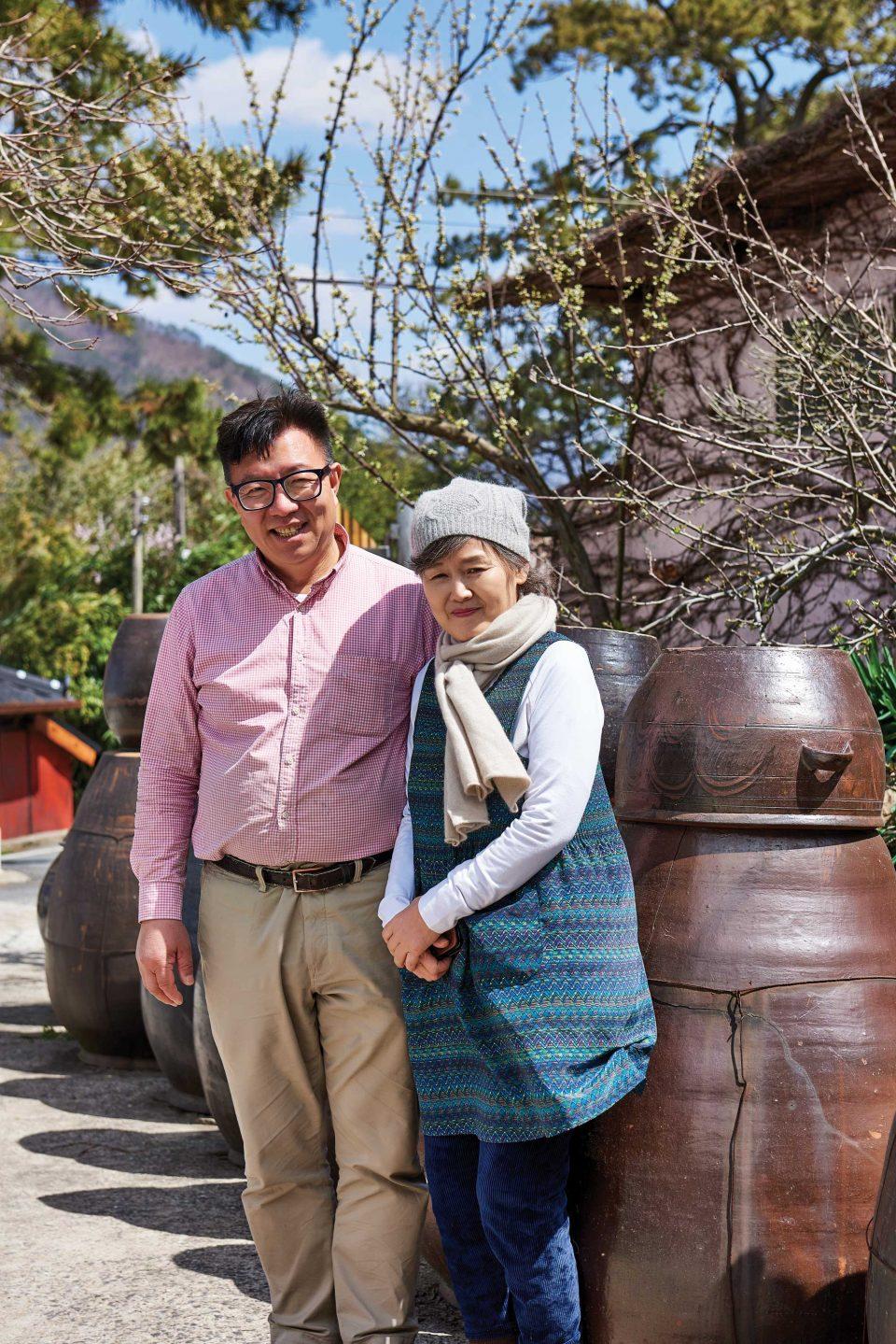 해창주조장의 4대 주인인 오병인, 박리아 부부.