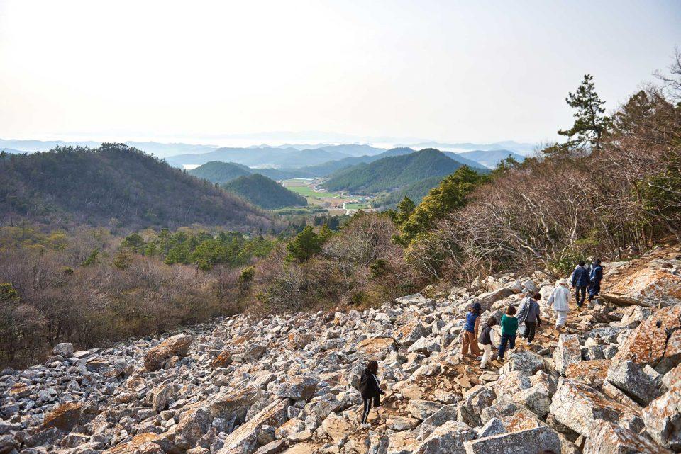 너덜 지대는 수천 년에 걸쳐 기암괴석들이 떨어지며 만들어낸 자연이다.