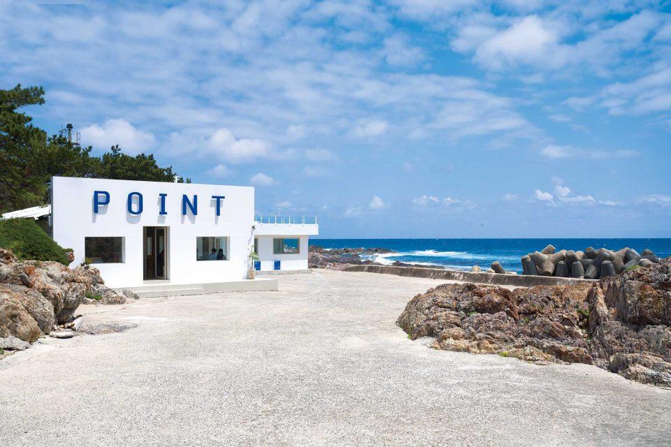 포항 삼정섬에 위치한 포인트 카페의 외부 전경.