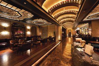찰스 H.의 전경. 뉴욕 금주법 시대 바 콘셉트로 호텔 어디에도 위치를 설명하는 안내판이 없다.