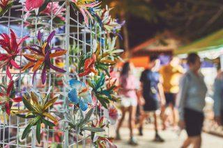 괌의 대표적인 꽃 하이비스커스와 플루메리아를 모티브로 한 헤어핀.